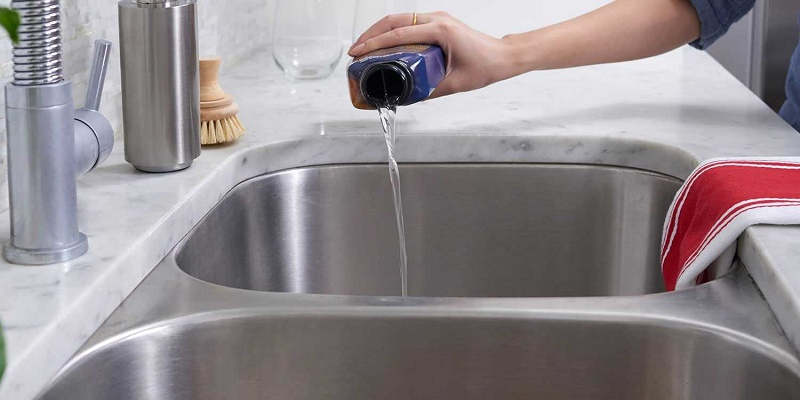 How to clean the kitchen sink?